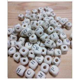 Drevené korálky abeceda