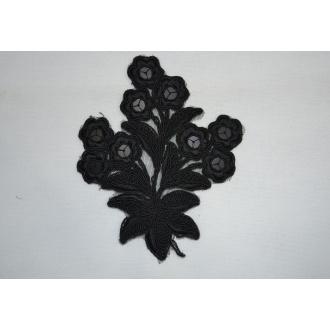 Nášivka kvet čierny