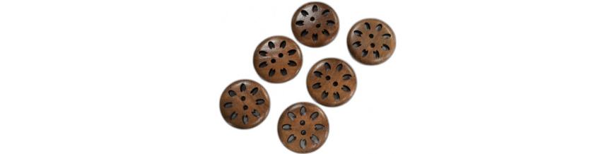 Gombíky drevené